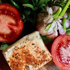 ser_bialy_z_pomidorem_bazylia_czosnkiem_3